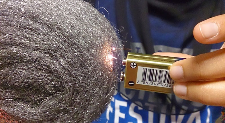 image of starting fire with steel wool and battery